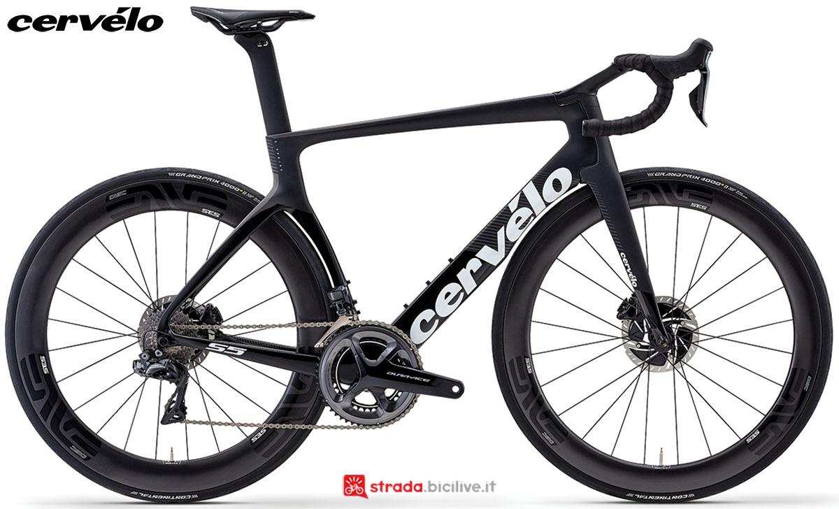 Una bici Cervélo S5 Disc 2020 con gruppo trasmissione Shimano Dura-Ace Di2
