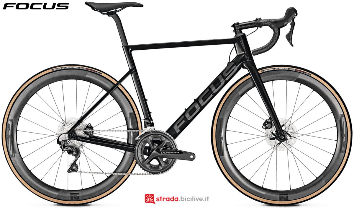 Una bici Focus Izalco Max 8.8 Disc 2020