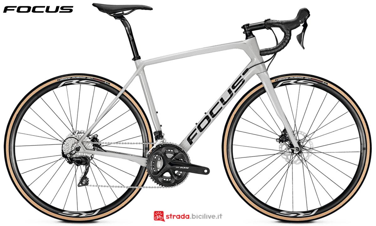 Una bici Focus Paralane 8.7 Disc 2020