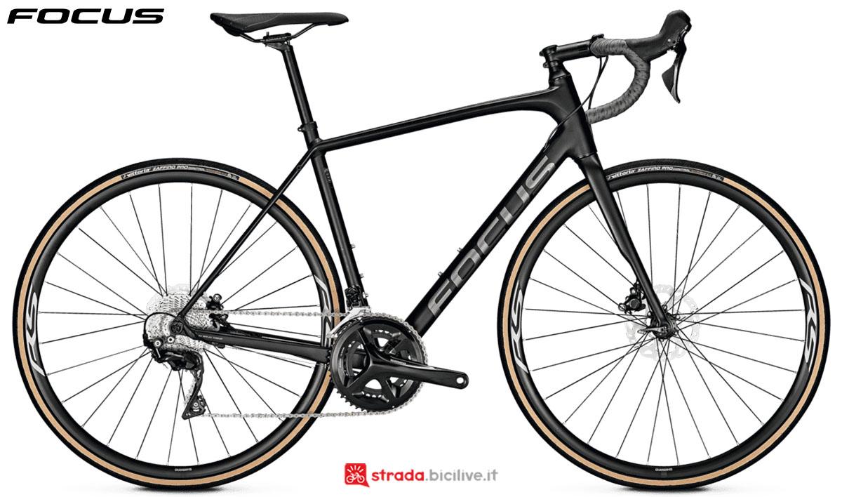 Una bici Focus Paralane 6.8 Disc 2020