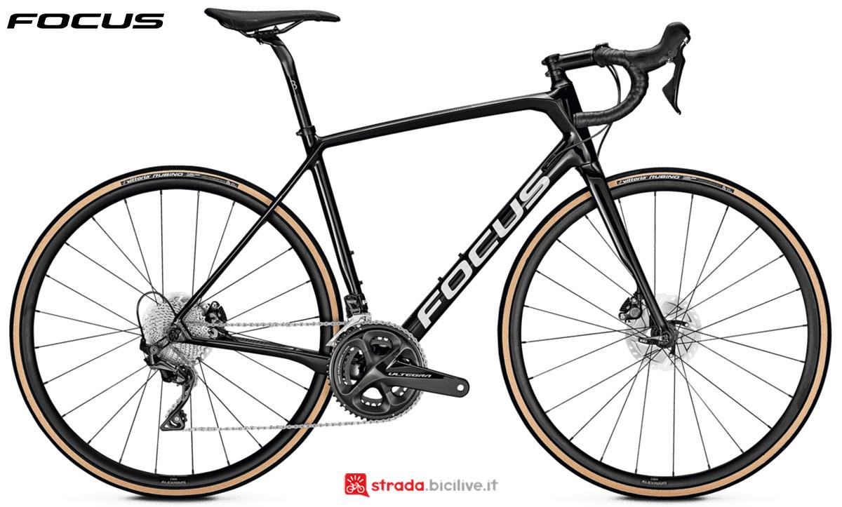 Una bici Focus Paralane 8.9 Disc 2020