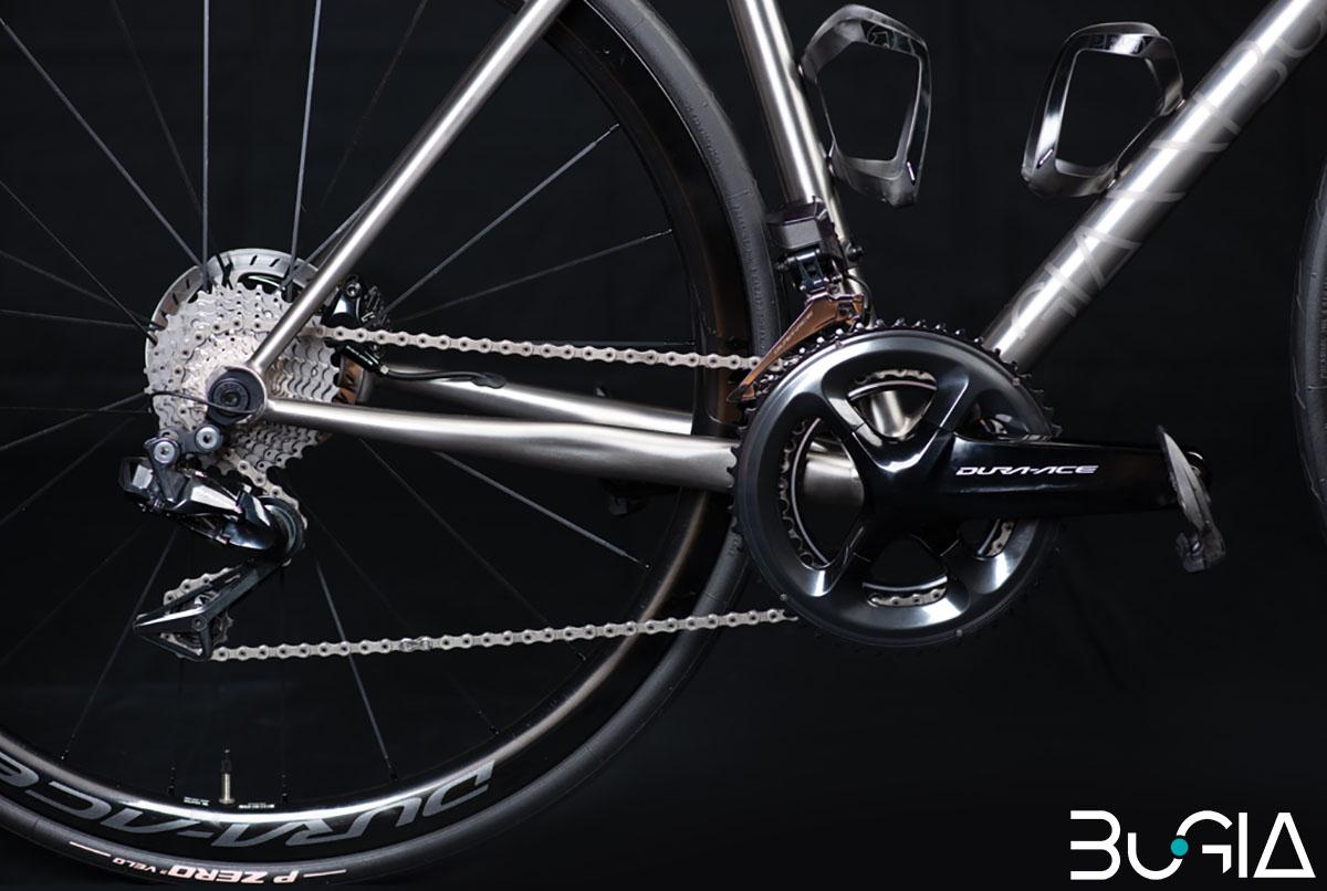 Una bici BuGia Rosa con montata trasmissione Shimano Dura-Ace Di2 2020