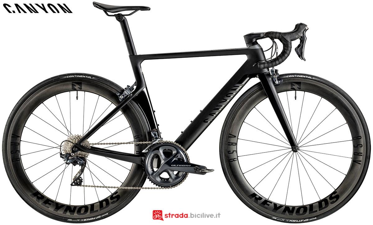 Una bici Canyon Aeroad WMN CF SL 8.0 2020