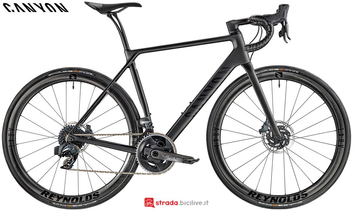 Una bici Canyon Endurance CF SLX Disc 8.0 eTap 2020