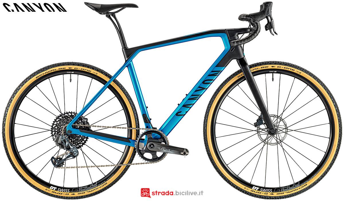 Una bici Canyon Grail CF SL 8.0 eTap 2020