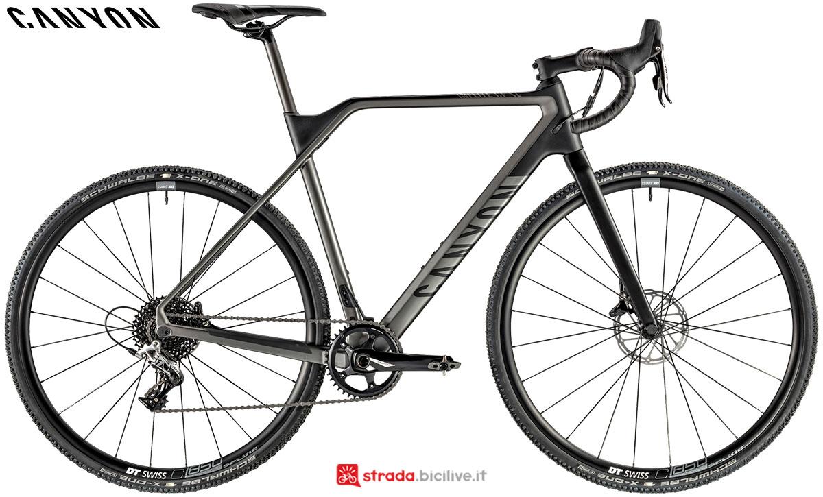 Una bici Canyon Inflite CF SL 6.0 2020