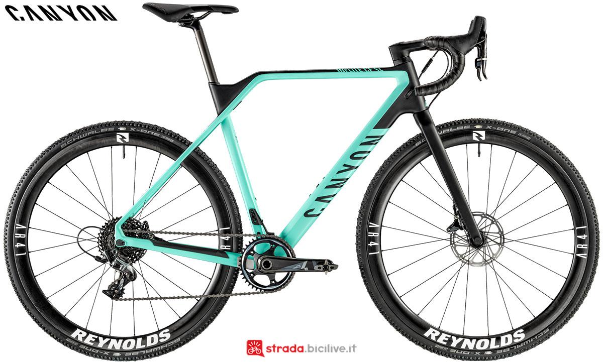 Una bici Canyon Inflite CF SL 8.0 2020