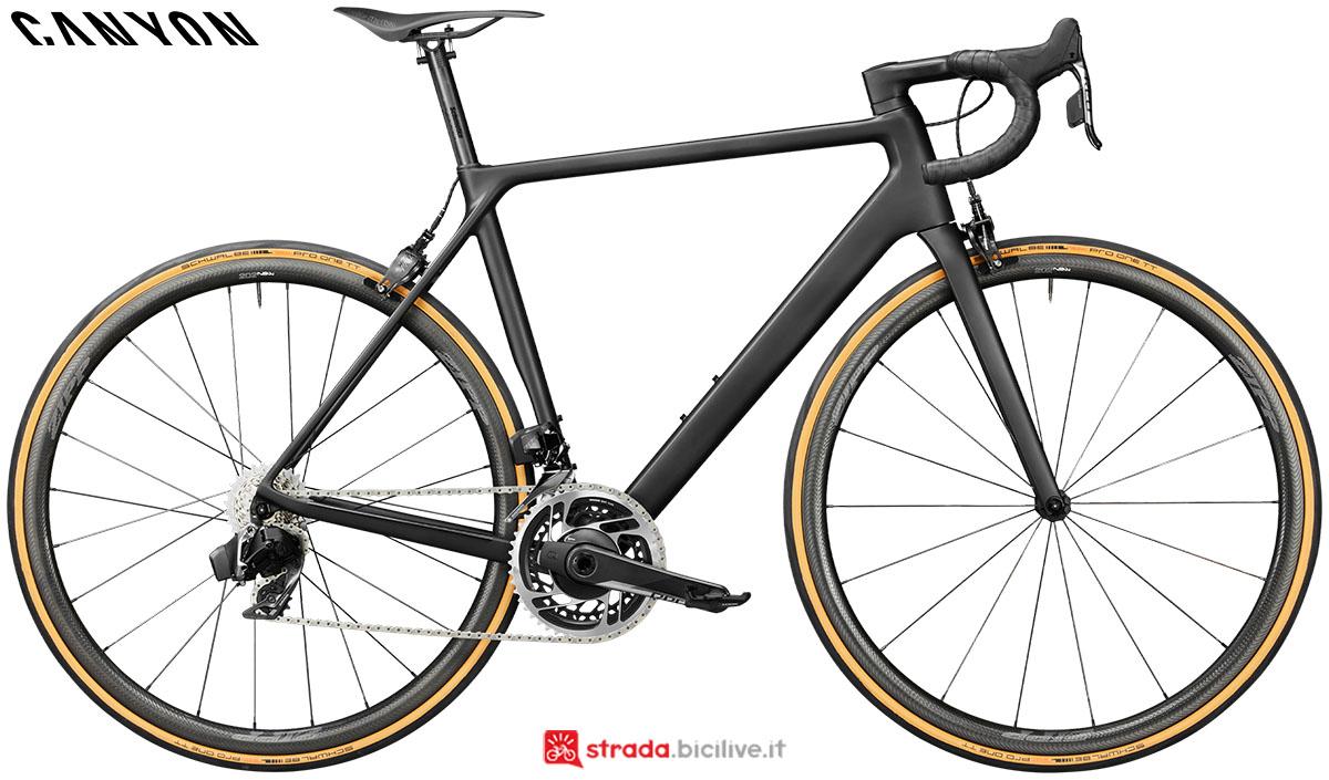 Una bici Canyon Ultimate Evo CF 10.0 SL 2020