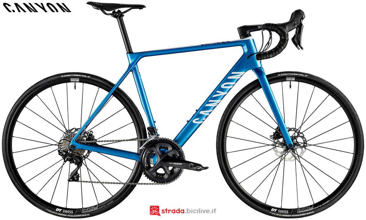 Una bici Canyon Ultimate CF SL Disc 7.0 2020