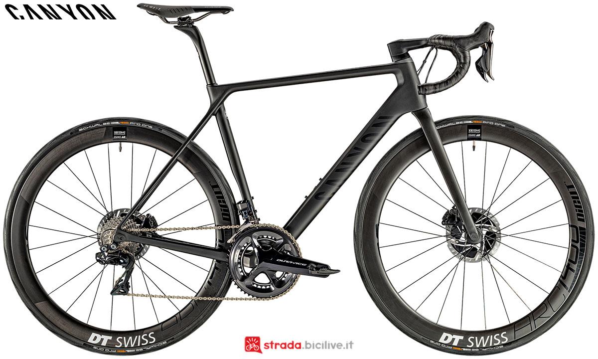 Una bici Canyon Ultimate CF SLX Disc 9.0 Di2 2020