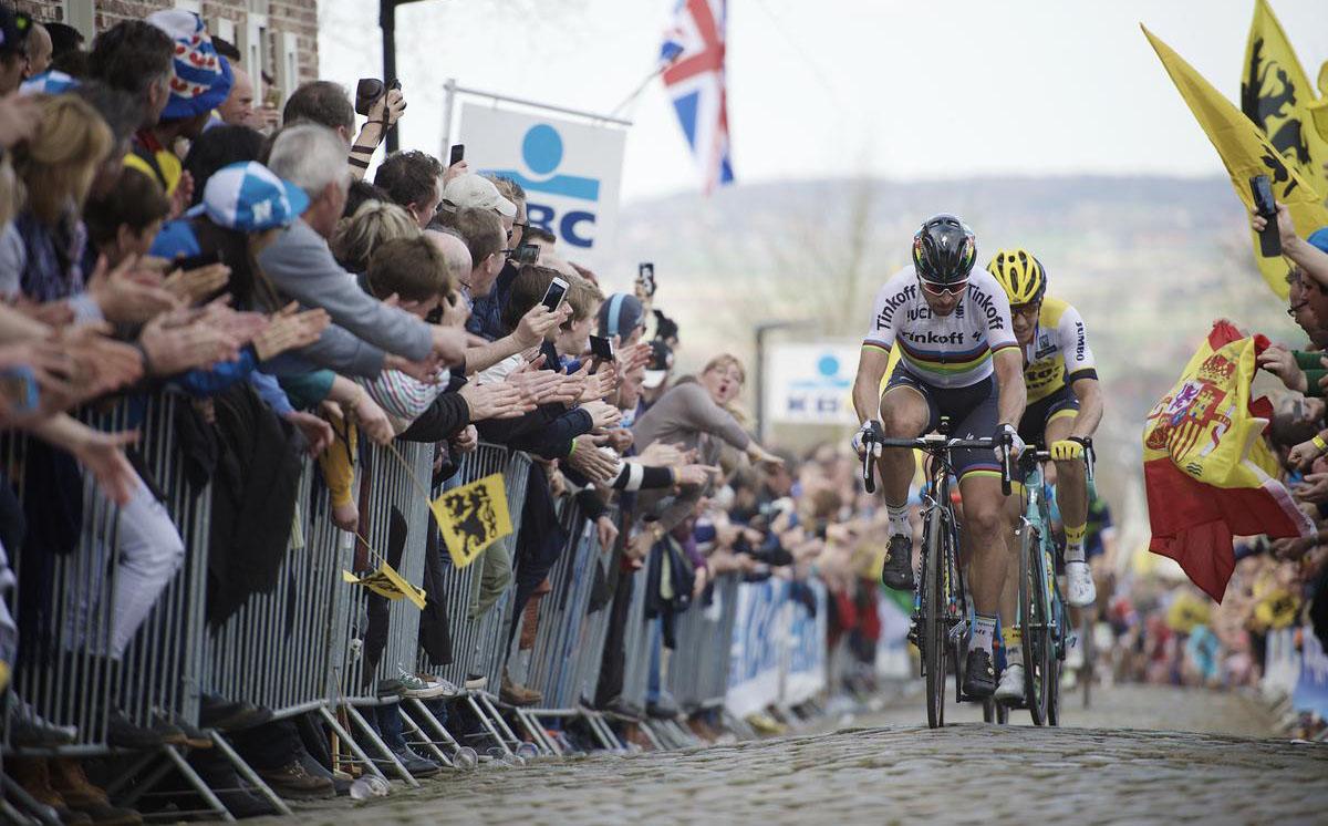 L'attacco decisivo di Peter Sagan sul pavè al Giro delle Fiandre 2016