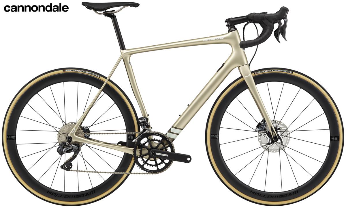 Una bici da strada endurance Cannondale Synapse Carbon Hi-MOD Disc Ultegra Di2 2020