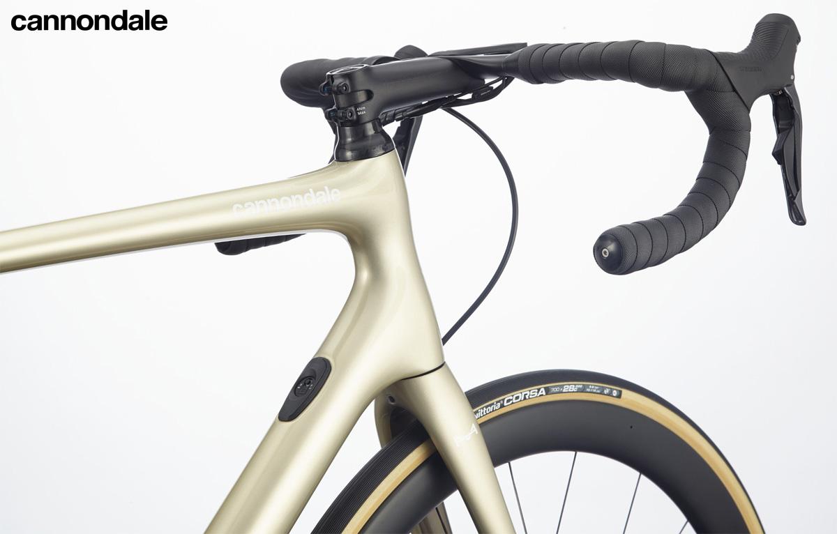 Il cockpit della bici endurance Cannondale Synapse Carbon Hi-MOD Disc Ultegra Di2 2020