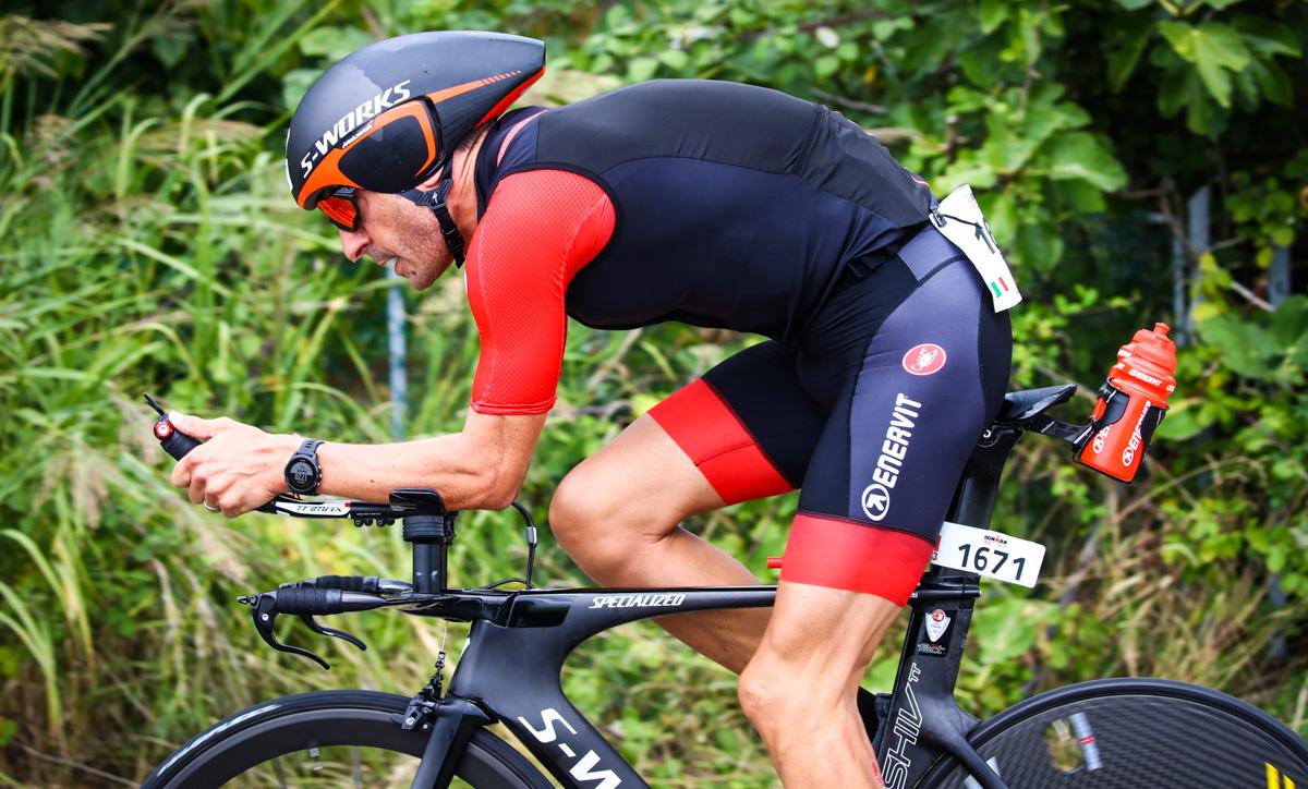 """foto di Paolo calabresi in azione durante il triathlon """"mezzo Ironman"""" a Cervia"""