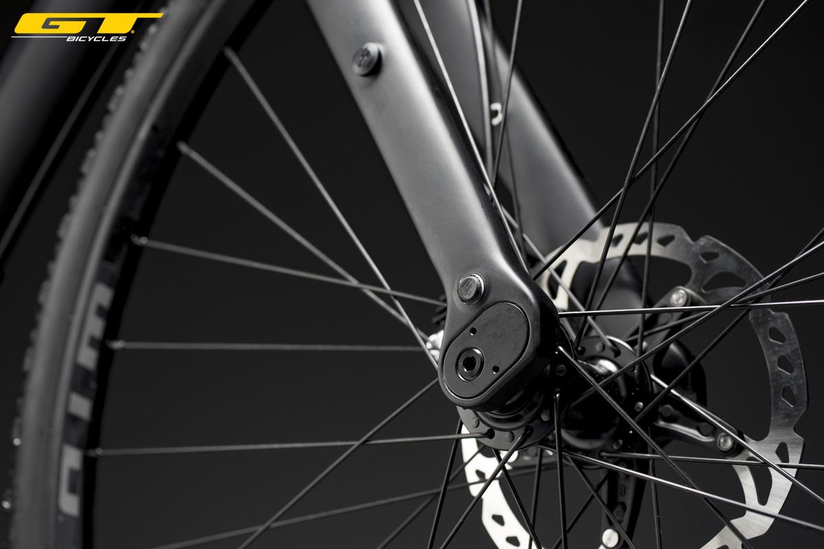 Dettagli del freno a disco anteriore equipaggiato sulla bici gravel GT Grade 2020