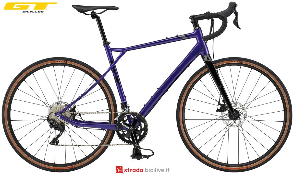 Una bici con telaio in alluminio GT Grade Expert 2020