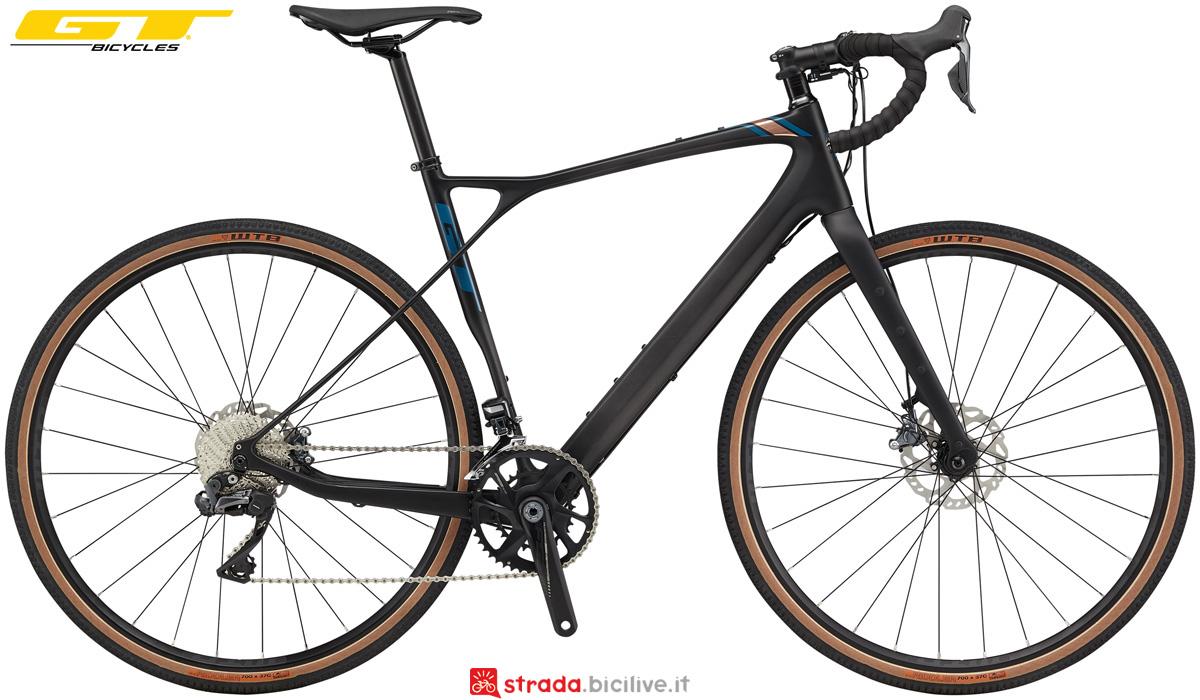 Una bicicletta in carbonio da gravel GT Grade Carbon Pro 2020
