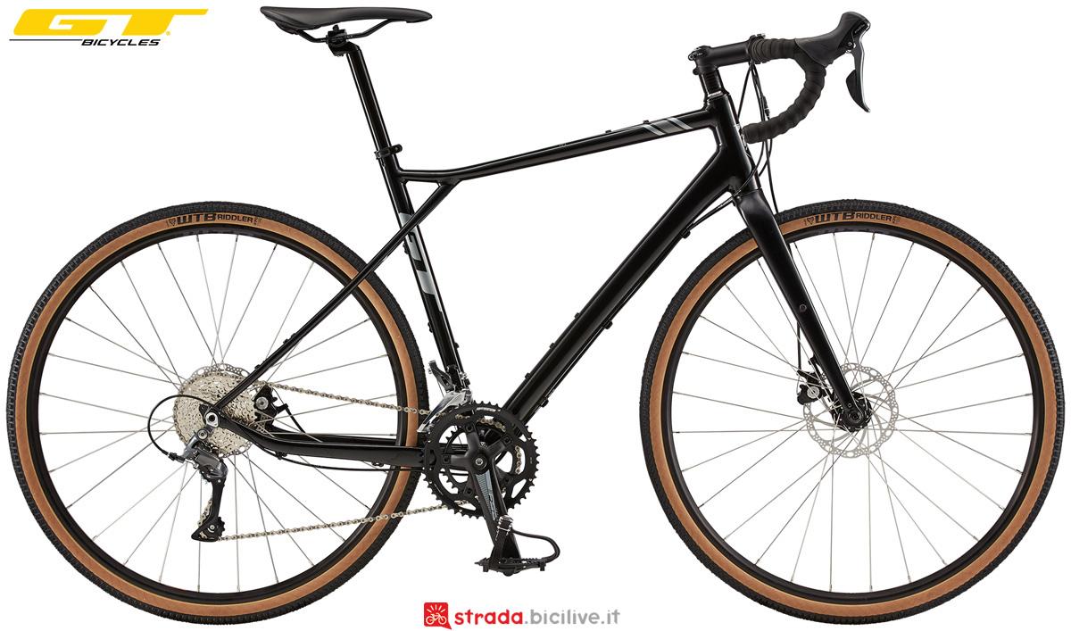 Una bici da gravel economica GT Grade Elite 2020