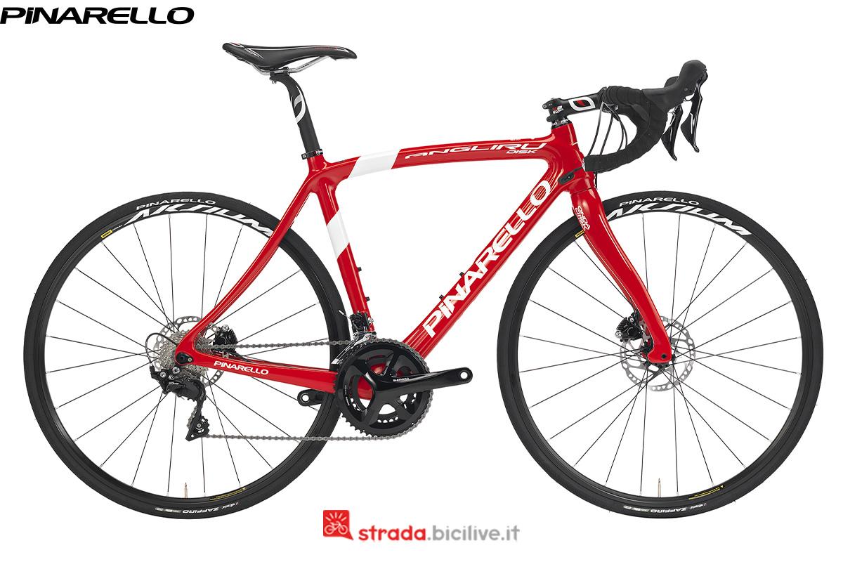 Una bicicletta Pinarello Angliru di profilo