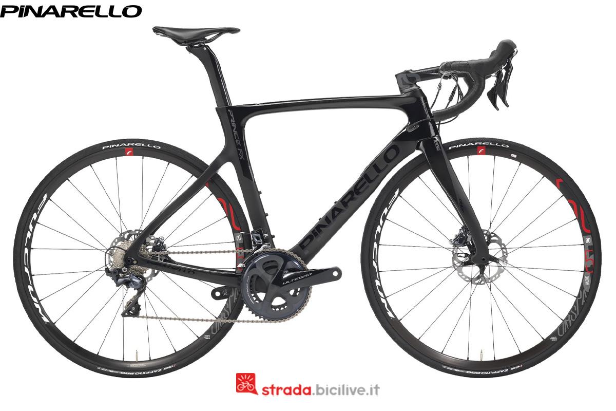 Una bicicletta Pinarello Prince FX 2020 di profilo