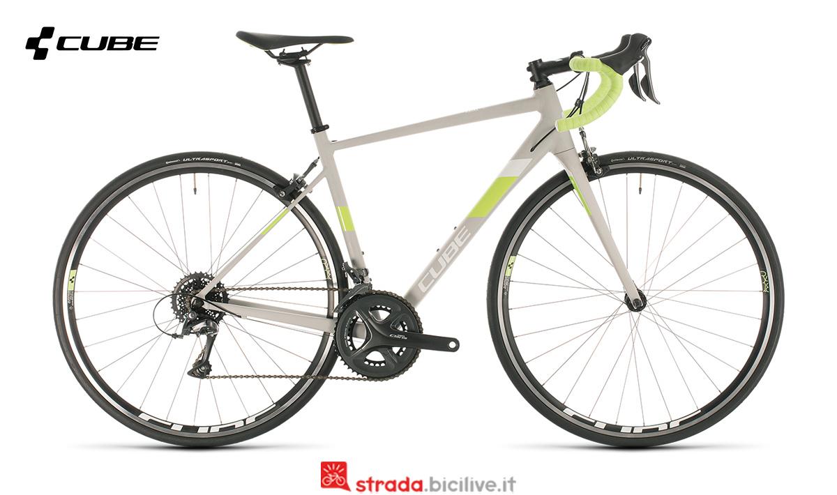 uan bicicletta Cube Axial WS di profilo
