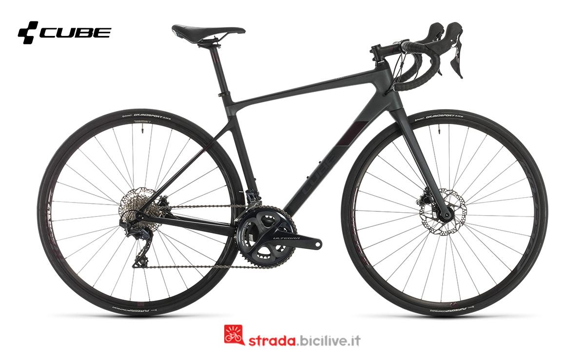 una bici Cube Axial WS GTC SL di profilo