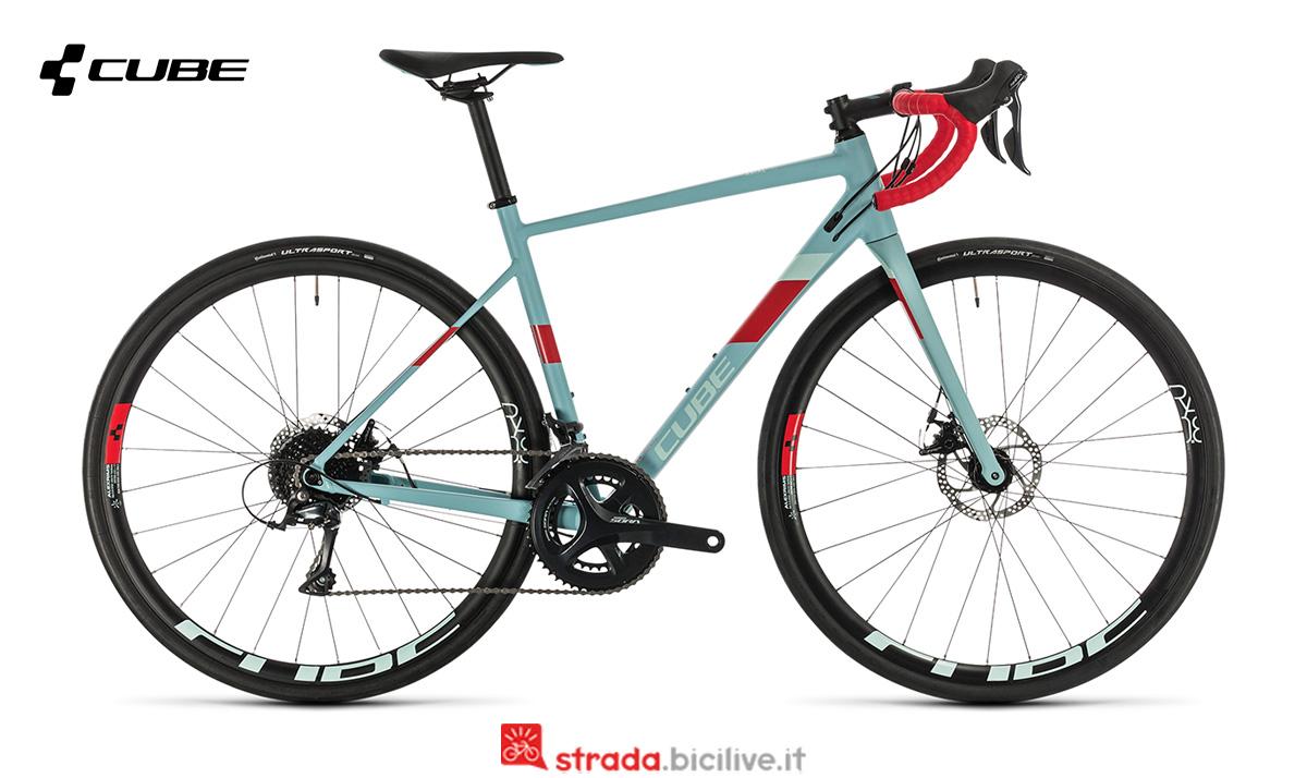 Una bici Cube Axial WS Pro di profilo
