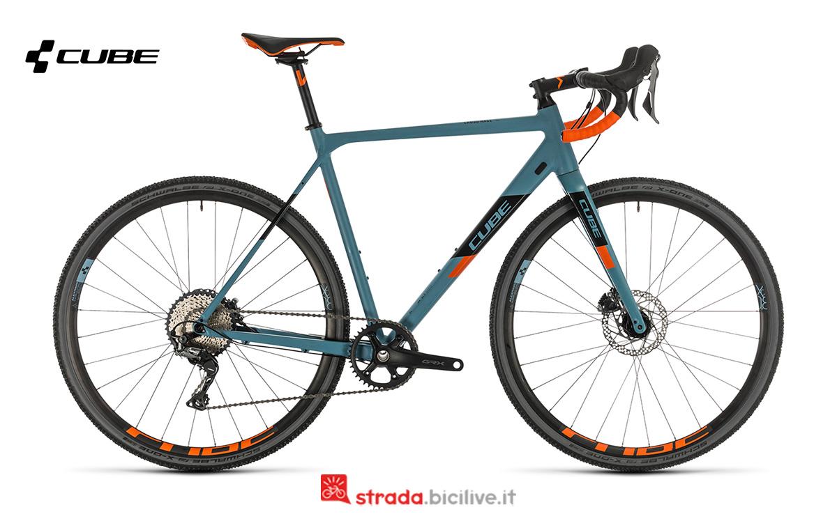 Una bici Cube Cross Race SL di profilo