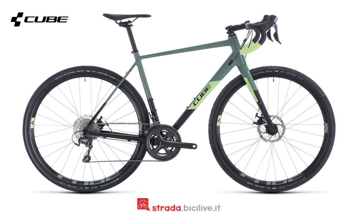 Una bici Cube Nuroad Pro vista di profilo