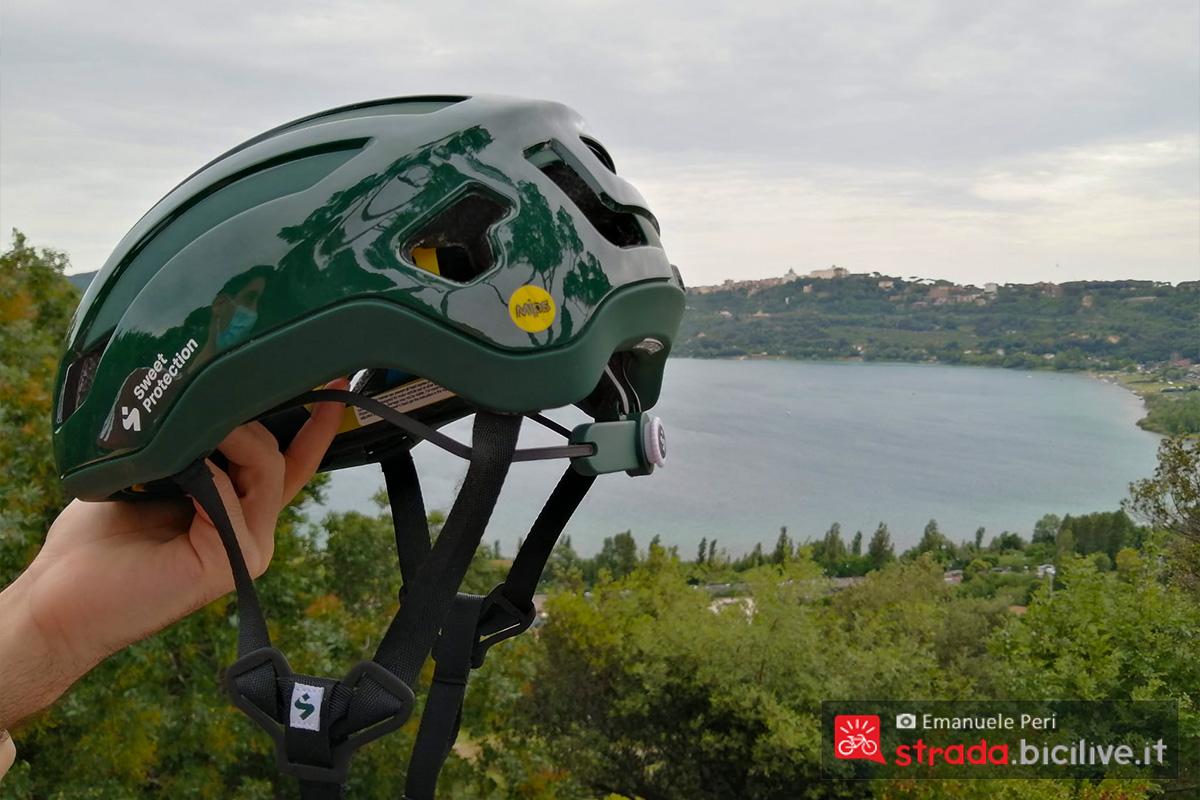 Visuale laterale del casco