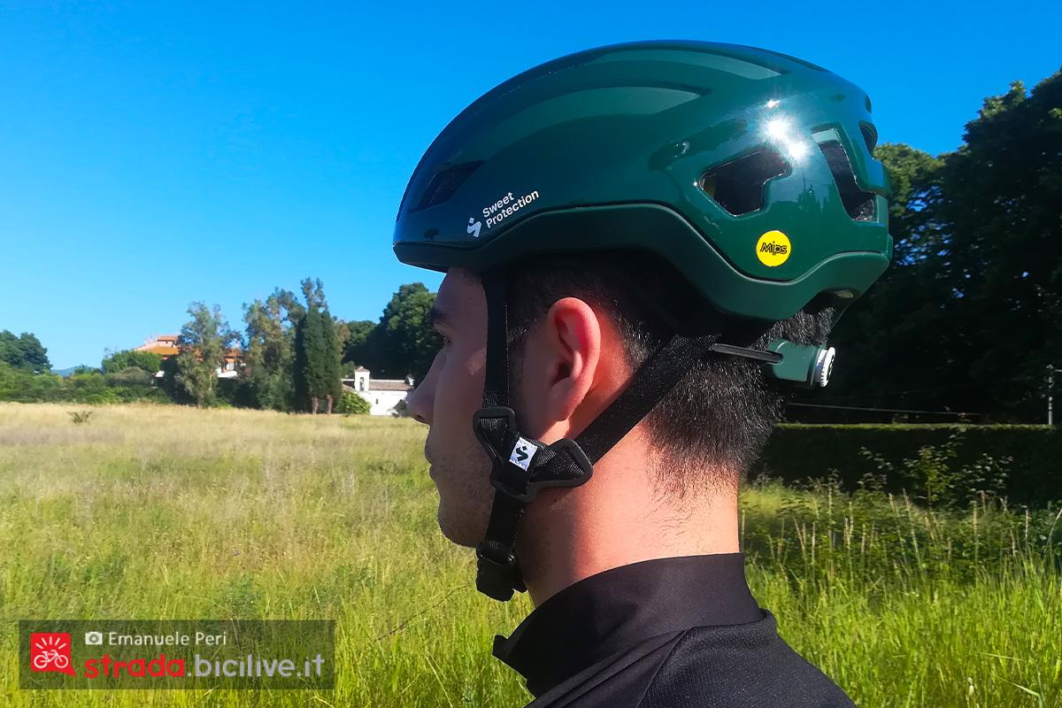 foto di emanuele peri con casco sweet protection indossato