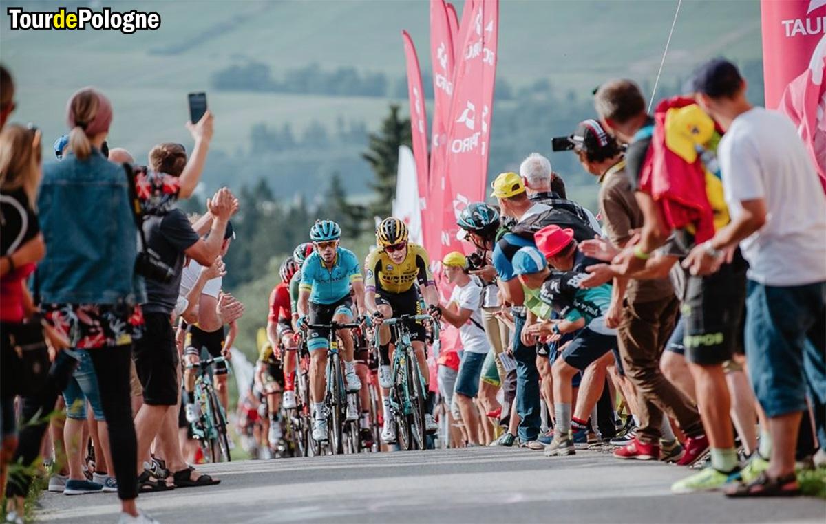 Ciclisti in gara in una tappa del Giro di Polonia