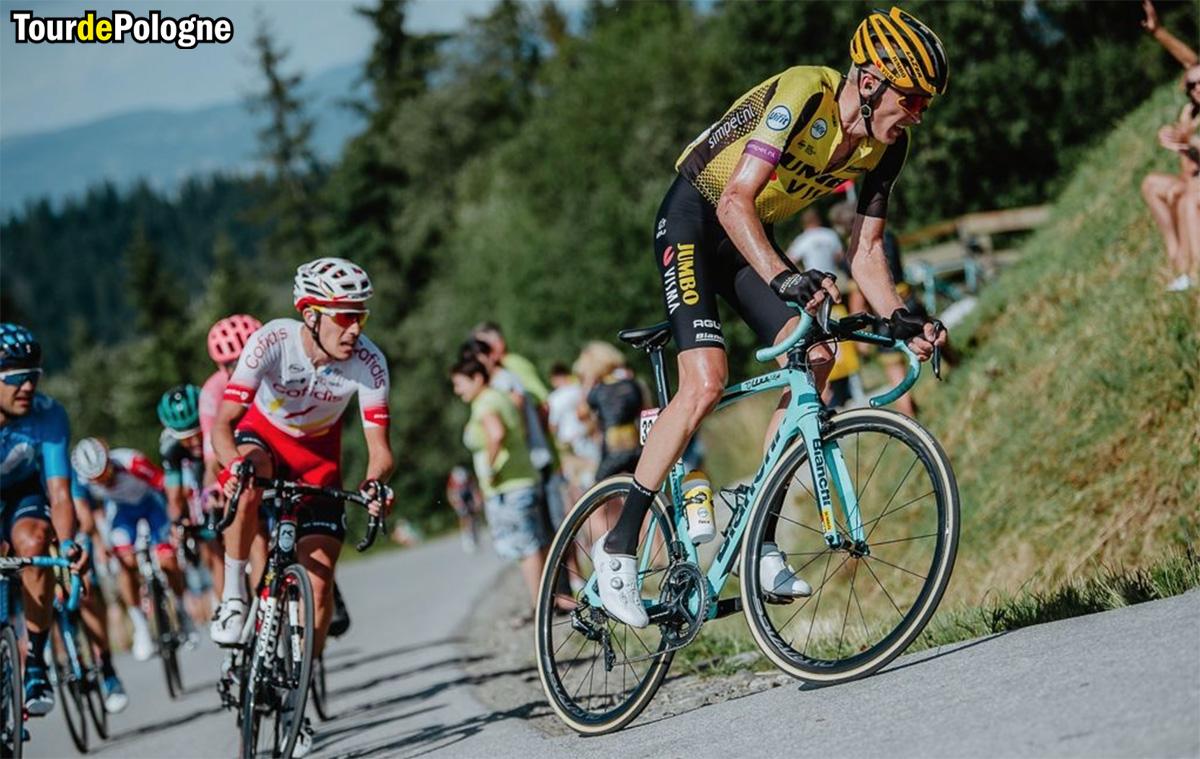 Ciclisti affrontano una salita durante lo scorso Giro di Polonia