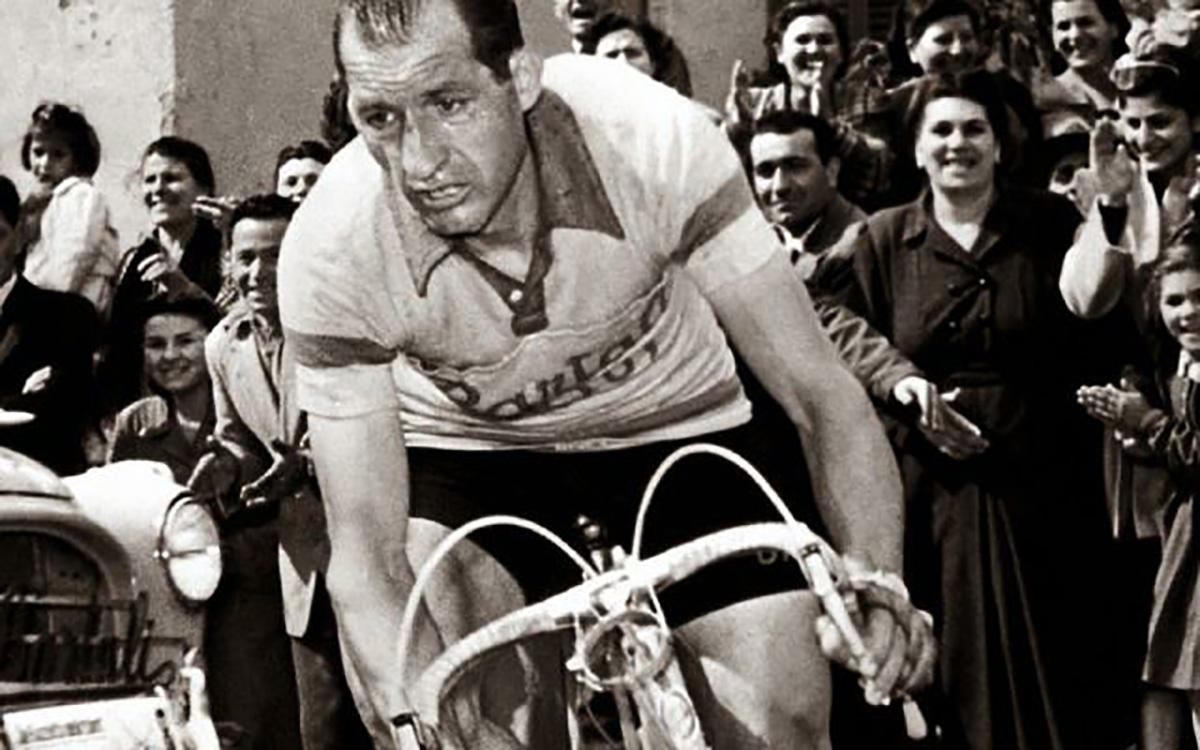 Gino Bartali che affronta un Giro D'Italia