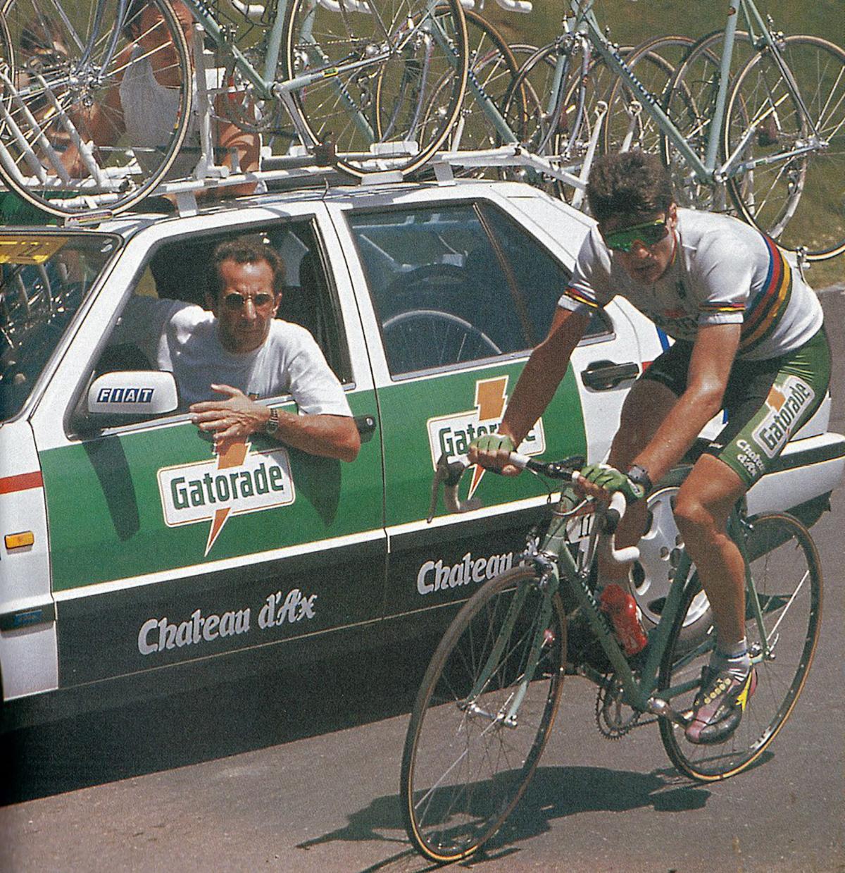 Uno scatto di Gianni Bugno durante il Giro D'Italia
