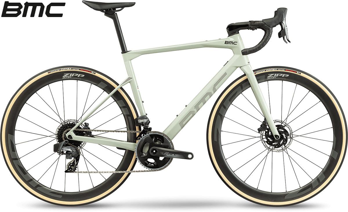 La nuova bici da strada 2021 BMC Roadmachine 01 Three con cambio SRAM Force eTap AXS