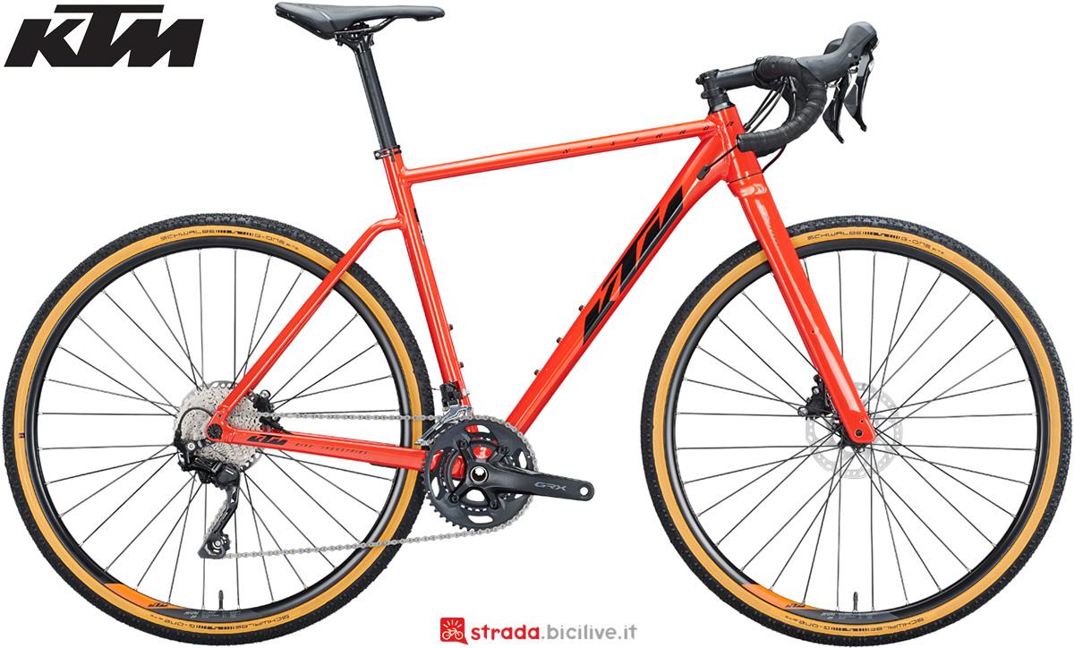 La nuova bici da gravel 2021 KTM X-Strada 720 con il gruppo Shimano GRX