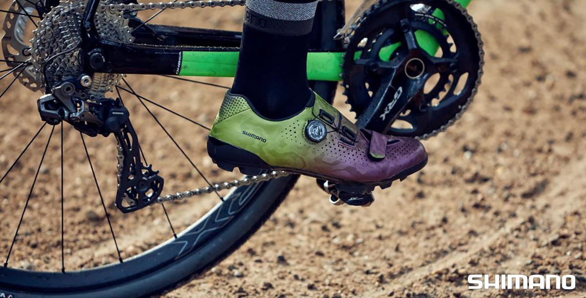 Visione laterale della nuova scarpa per bicicletta da gravel Shimano RX8
