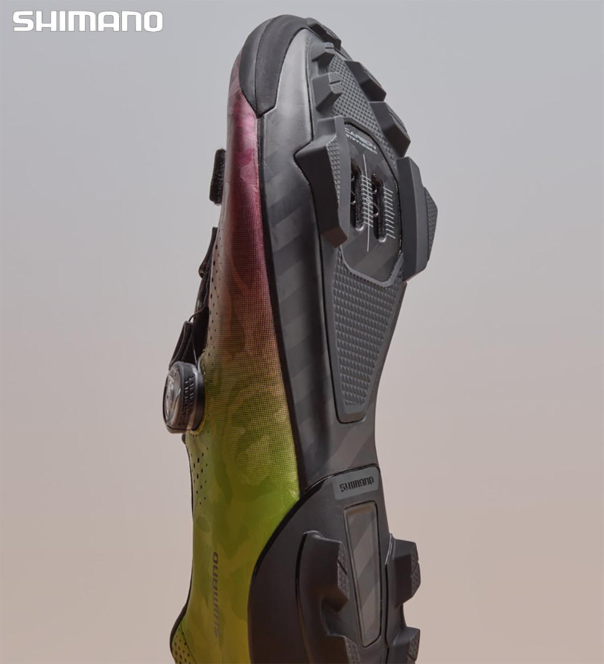 Visione della suola della nuova scarpa per bici gravel Shimano RX8