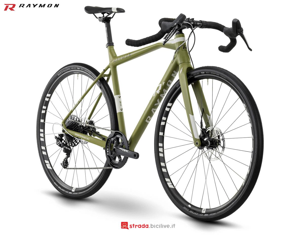 Una bici da sterrati e strade bianche R Raymon GRAVELRAY 6.0 gamma 2021