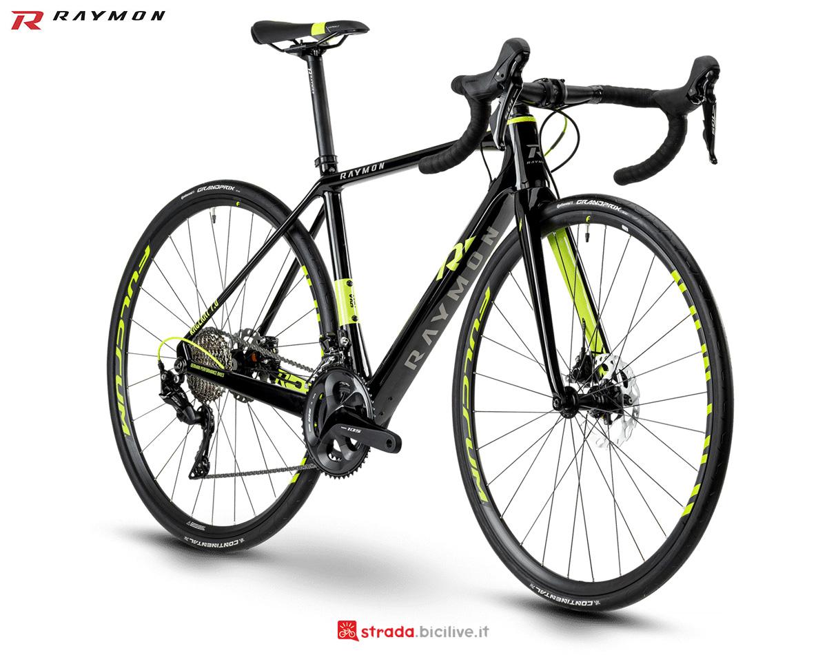 Una bici da strada RACERAY 7.0 Carbon dal catalogo 2021 R Raymon