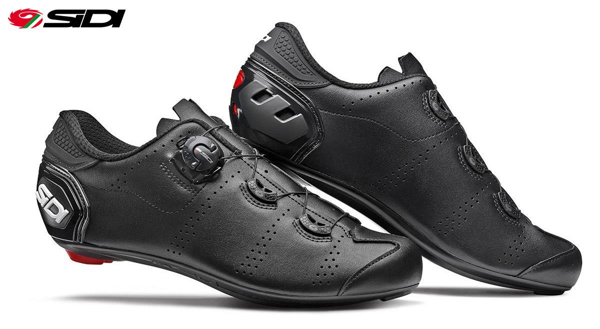 Un paio delle nuove scarpe per bici da strada Sidi Fast in colorazione nera