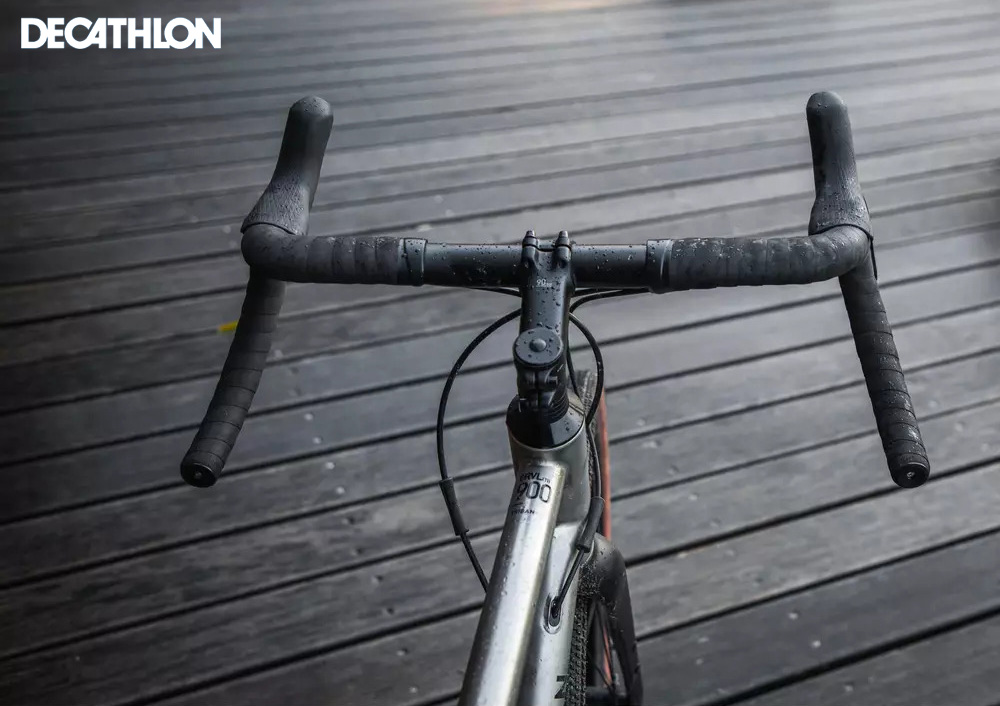 Dettaglio della parte anteriore della bici gravel Decathlon Triban GRVL900 TI 2021