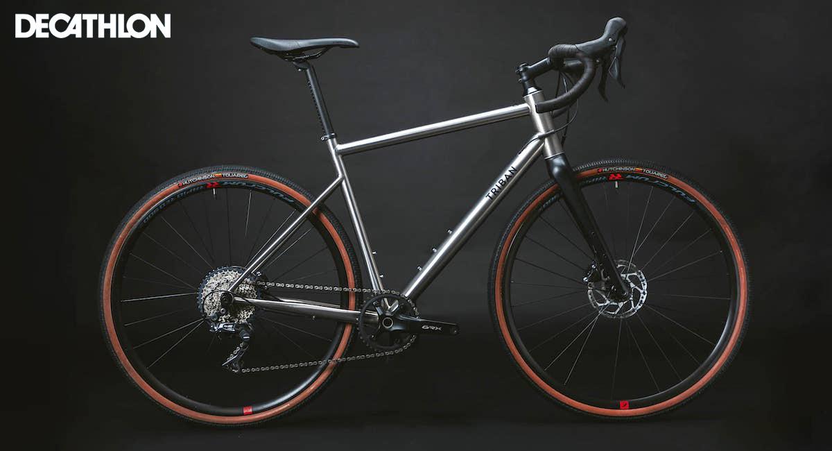 Una bicicletta gravel Decathlon Triban GRVL900 TI 2021