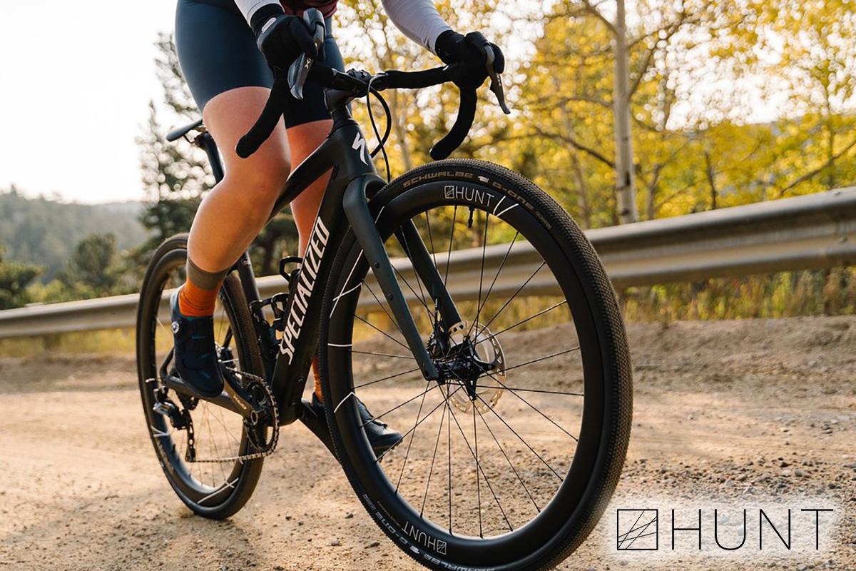 Le nuove ruote per bici da strada Hunt 42 Limitless Gravel Disc 2021 durante l'utilizzo