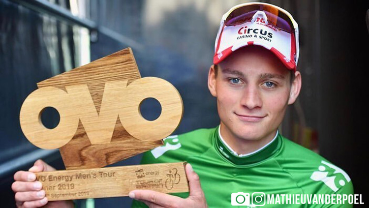 Mathieu van der Poel col trofeo vinto al Tour of Britain 2019