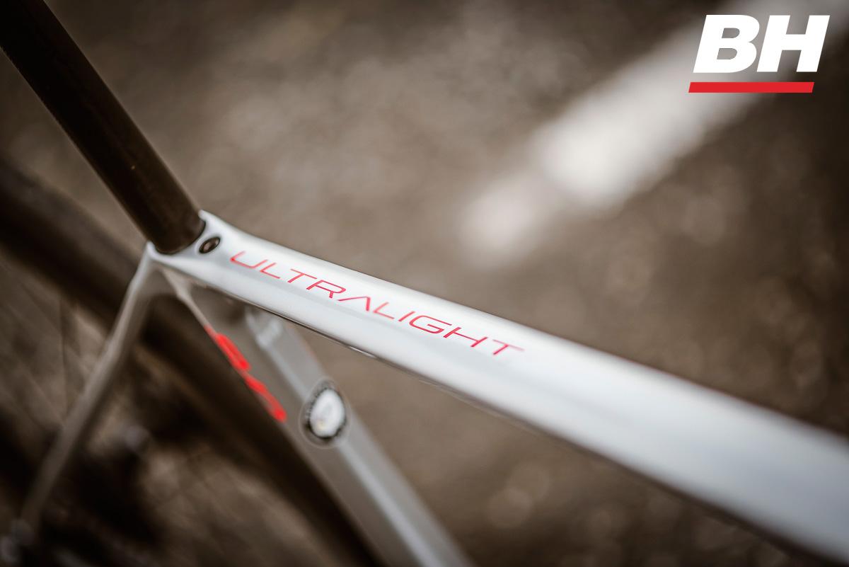 Dettaglio del telaio in carbonio della bicicletta BH Ultralight EVO Disc 2021