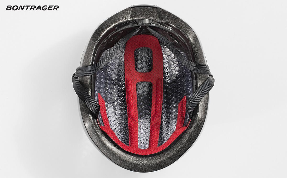 Dettaglio dell'innovativa imbottitura wavecel presente nel nuovo casco da bici Bontrager Starvos Wavecel 2021