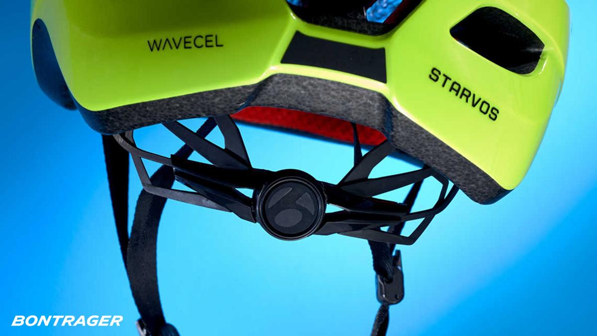 Dettaglio dei cinturini regolabili presenti sul nuova casco da bici Bontrager Starvos Wavecel 2021