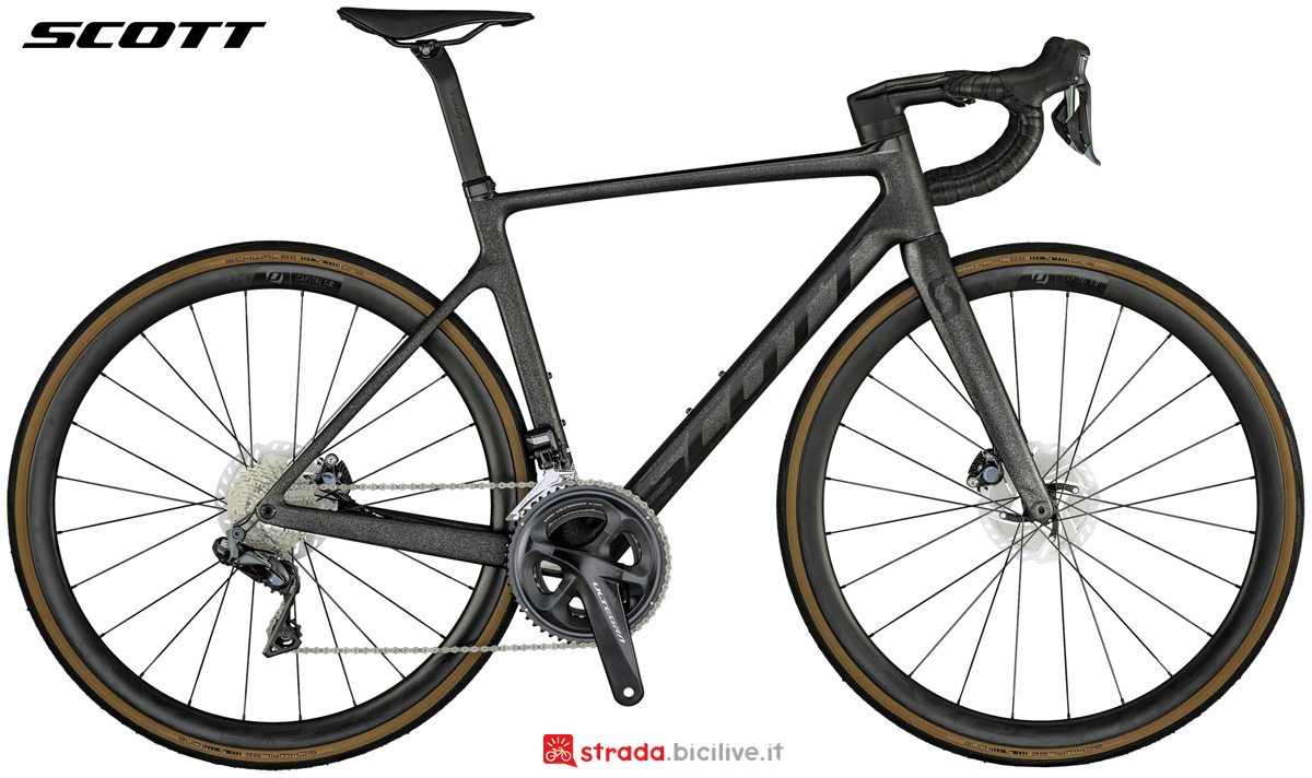 Una bicicletta da corsa Scott Addict RC 15 collezione 2021